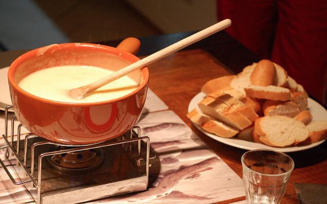 Fonduta di formaggio: la ricetta secondo la tradizione