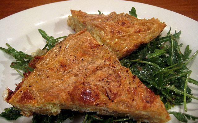La ricetta della frittata di pasta al sugo avanzata