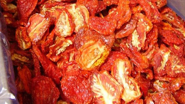 La cicoria con pomodori secchi con la ricetta facile