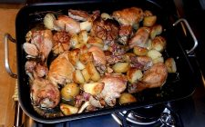 Come preparare le patate novelle al forno con pollo
