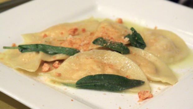 Ravioli di zucca: il primo piatto sfizioso con la ricetta dello chef Simone Rugiati