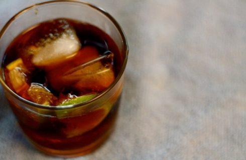 La ricetta del Cuba libre il cocktail per l'aperitivo con gli amici