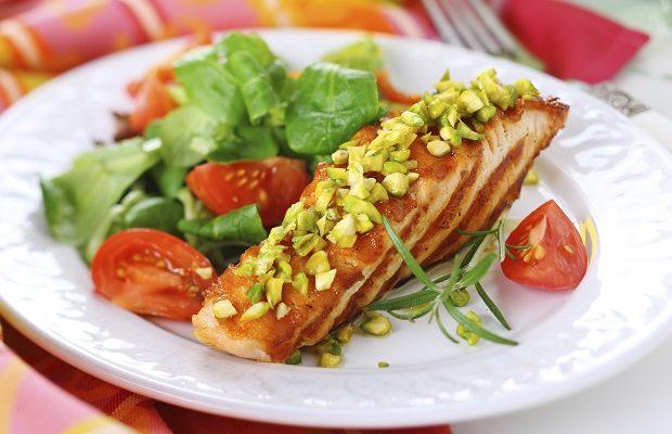 Il filetto di salmone da fare al forno con pistacchi