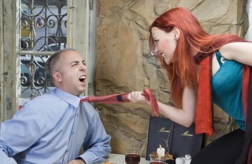 Breve guida per soli uomini: pagare il conto al ristorante