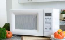 10 consigli per usare bene il microonde