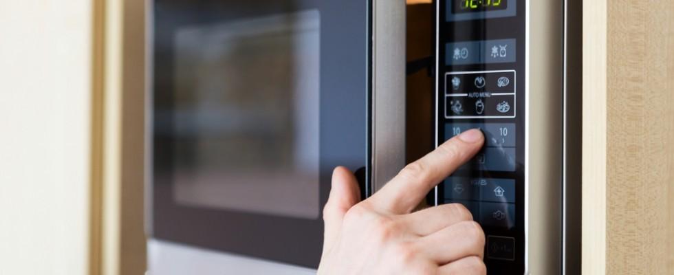 8 trucchi utilissimi per usare il microonde