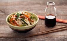 Spaghetti di riso con verdure