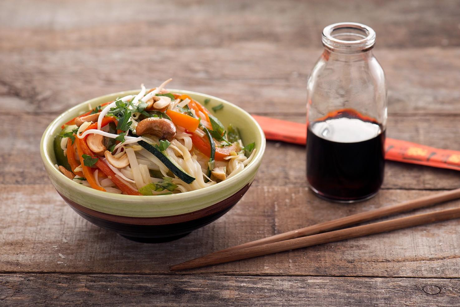 Spaghetti di riso alle verdure tradizione cinese agrodolce for Piatto tipico cinese