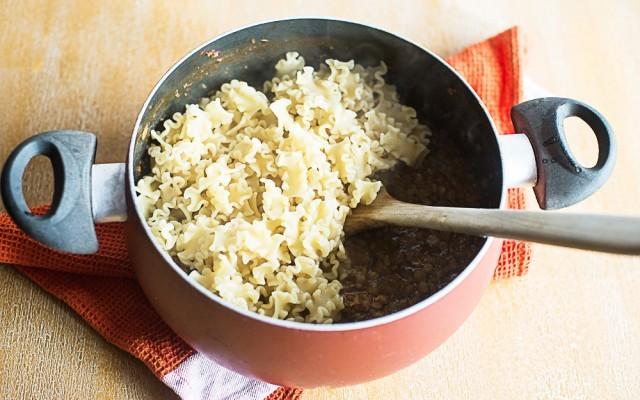 pasta e lenticchie - aggiungere la pasta