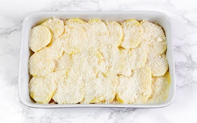 Parmigiana di patate - ultimo strato di parmigiano