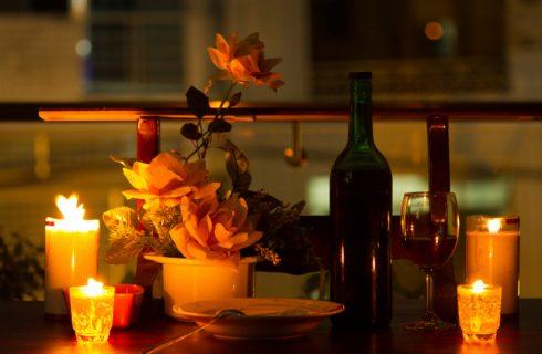 5 idee per arredare la tavola con i colori dell'inverno
