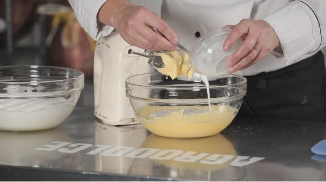 TOrta al cioccolato - 4 lievito sciolto nel latte
