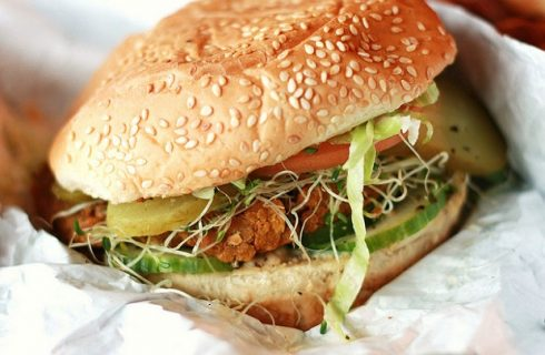 I burger di fagioli vegan per una cena nutriente