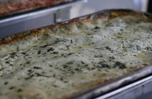 Ecco le lasagne ai porri e salmone per un primo piatto ricco
