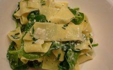 La pasta agli spinaci e ricotta salata per un primo gustoso