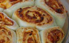 Come fare la pizza arrotolata ripiena con la ricetta facile