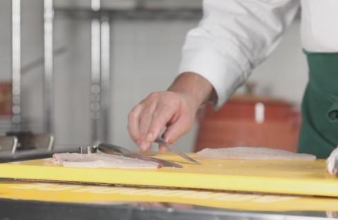 Come sfilettare il pesce: video tutorial
