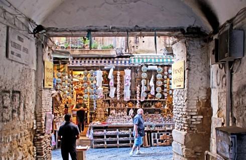Napoli: dove mangiare vicino alla strada dei Presepi