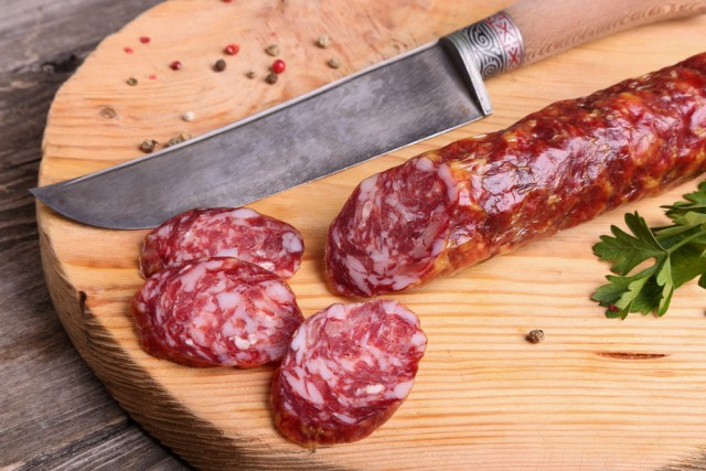 Coltello e salame