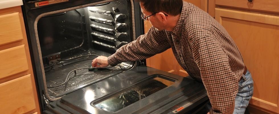 Come pulire il forno dal grasso bruciato