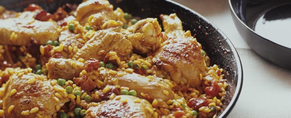 Paella valenciana con pollo e maiale