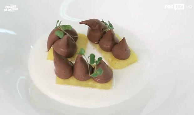 L'ananas alla griglia con cioccolato amaro e cocco con la ricetta di Antonino Cannavacciuolo