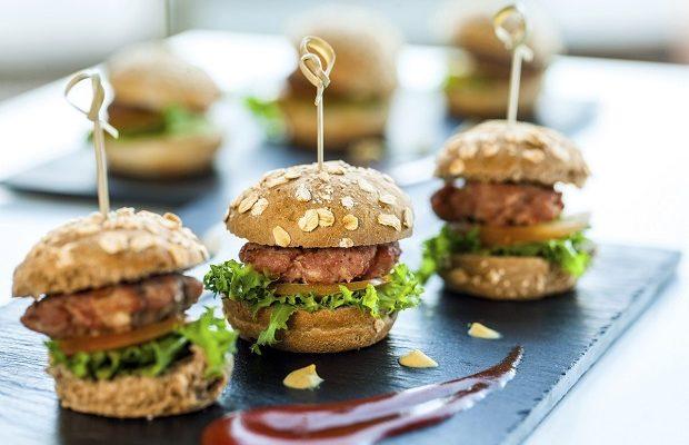 Hamburger di manzo fatti in casa: la ricetta da seguire passo passo