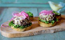 I burger di quinoa con la ricetta vegan