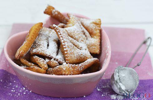 Le chiacchiere vegan di Carnevale fritte e al forno con la fotoricetta di Blogo
