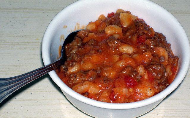 Come preparare i fagioli e salsiccia in umido