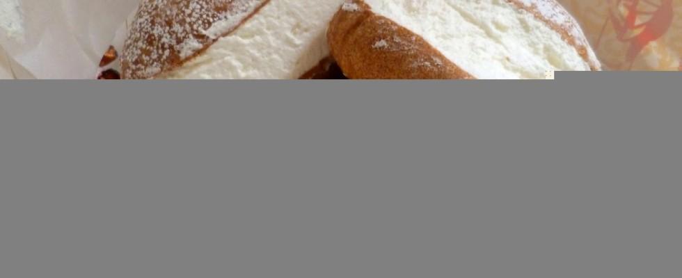 Istruzioni per l'uso: come si mangia un maritozzo con la panna