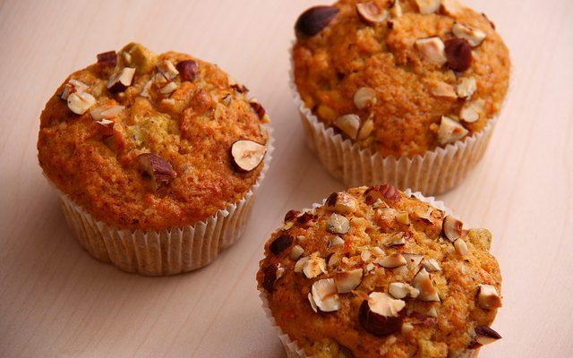 I muffin alle nocciole e carote per la colazione
