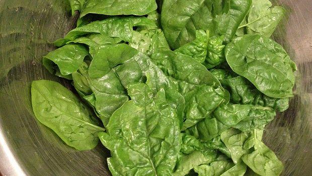 Ecco gli spinaci in padella con cipolla con la ricetta semplice
