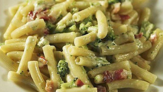 La pasta broccoli e pancetta da fare al forno