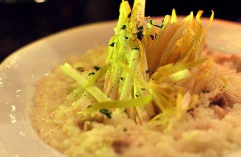 Come preparare il risotto indivia e salsiccia con la ricetta facile