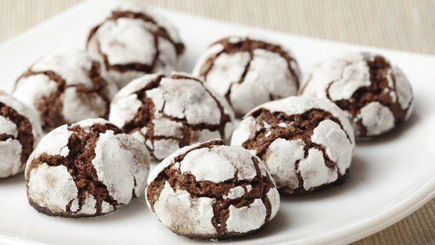 Come fare i biscotti chocolate crinkles con la ricetta facile