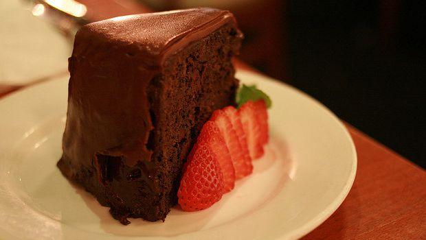 Come preparare la torta al cioccolato e panna con la ricetta facile