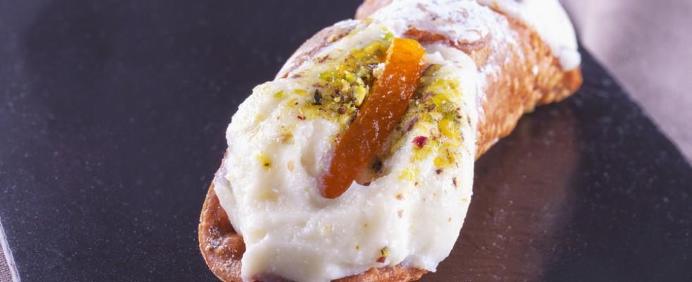 Istruzioni per l'uso: come si mangia il cannolo siciliano