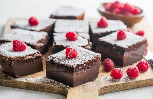 La torta magica al cioccolato con la ricetta passo dopo passo