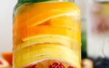 Ricette detox: l'Acqua agli agrumi e lamponi che aiuta a perdere peso