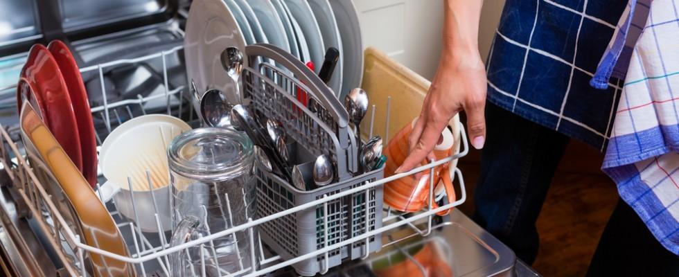 Come pulire perfettamente la lavastoviglie
