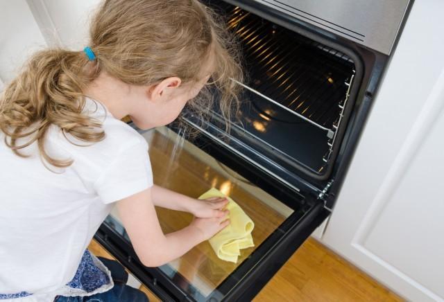 pulire sportello forno