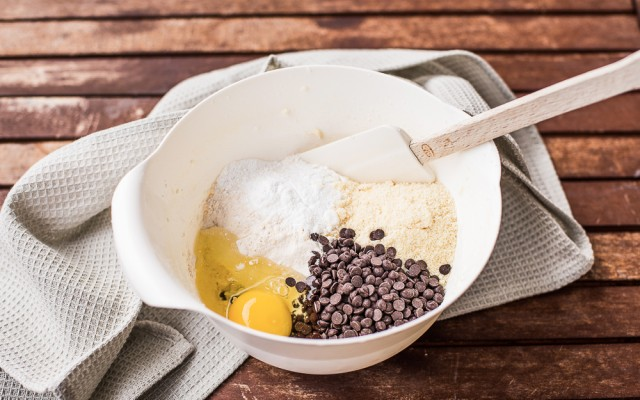Biscotti con gocce di cioccolato step-2