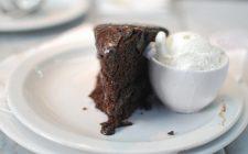 Torta con amaretti e cioccolato: la ricetta golosa con il Bimby