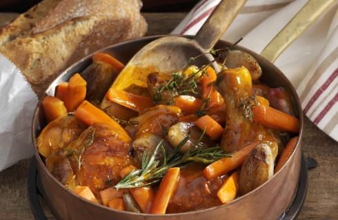 Pollo in umido con patate e carote