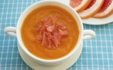 Zuppa di zucca e pompelmo: la ricetta per un primo piatto delicato