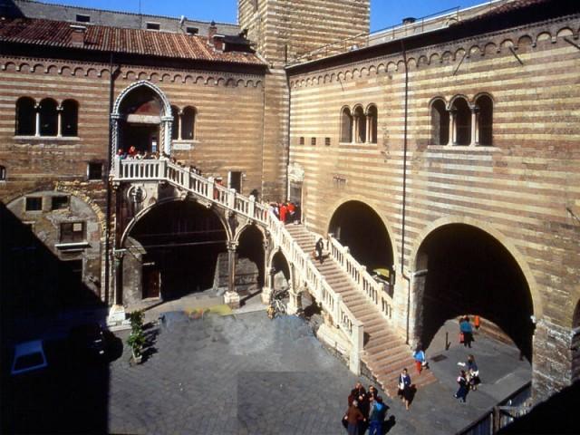 Cortile-Mercato-vecchio-Gallery