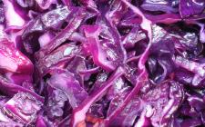 Cavolo rosso in insalata: la ricetta per un contorno saporito