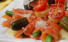 Ecco gli involtini asparagi e salmone perfetti per l'antipasto