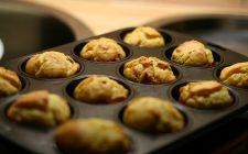 I muffin salati con pancetta e provola ideali per una scampagnata